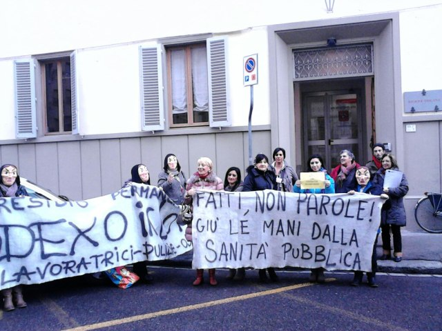 The protest of workers in front of the Region's Office. Credit: Inventati.org